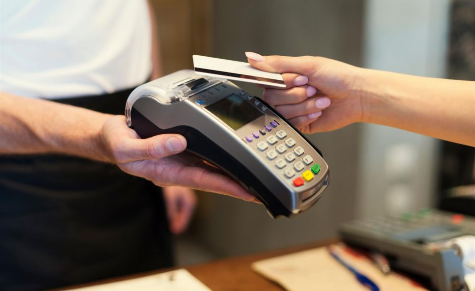 Controlar as vendas no cartão de crédito não precisa ser um bicho de 7 cabeças. Clique aqui e confira como fazer o controle corretamente.